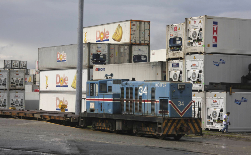 Incofer%2034%20shunting%20Dole%20container%20yard%20at%20Moin