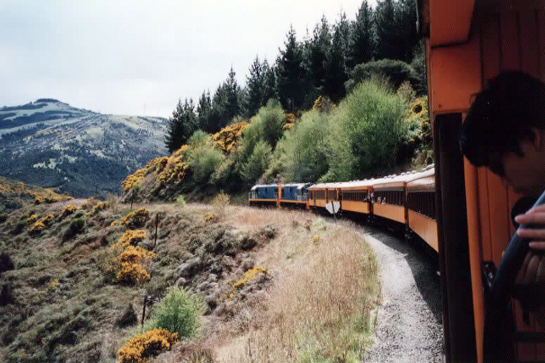 Train%20entering%20Taieri%20Gorge