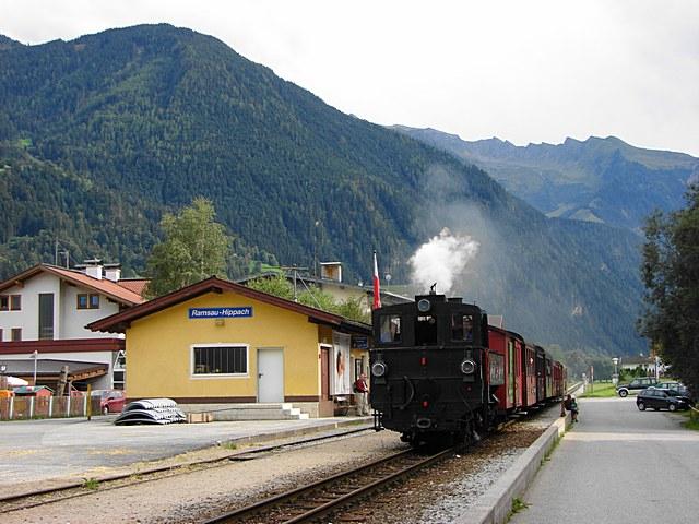 Zillertalbahn%20nbr.%202%20arriving%20at%20Ramsau%20Hippach