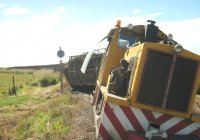 "Loco #22 derails crossing the 3'6"" at Mundoo."